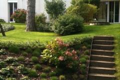 Gartenböschung mit Stiege